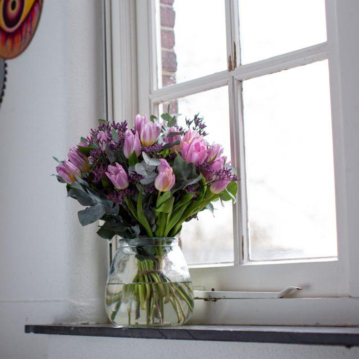 Tulpen Paars In Raamkozijn Koningspaar